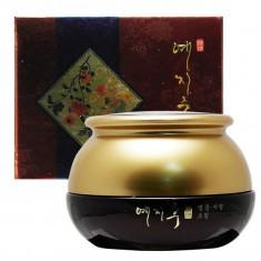 Bergamo Yezihu Крем с экстрактом красного женьшеня 50мл